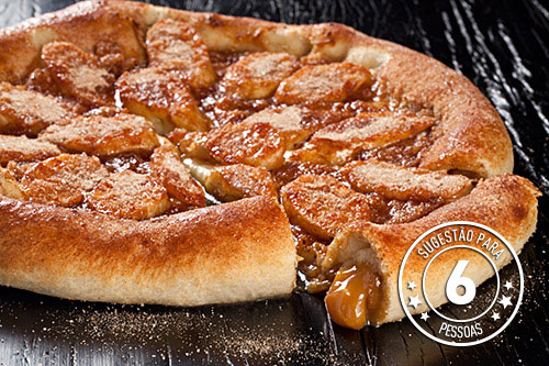 Pizza de banana com borda de doce de leite